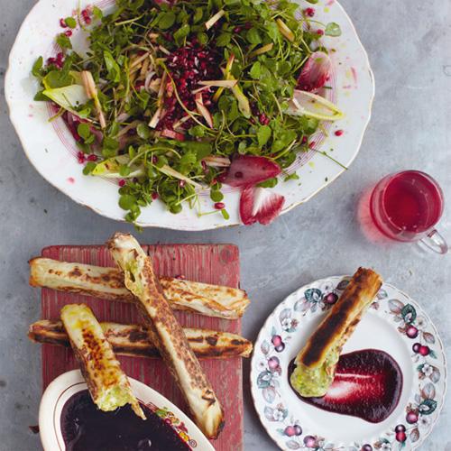 Camembertpakketjes met cranberrydip & een salade